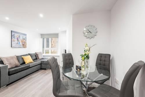 Castle Hill Apartments livingroom